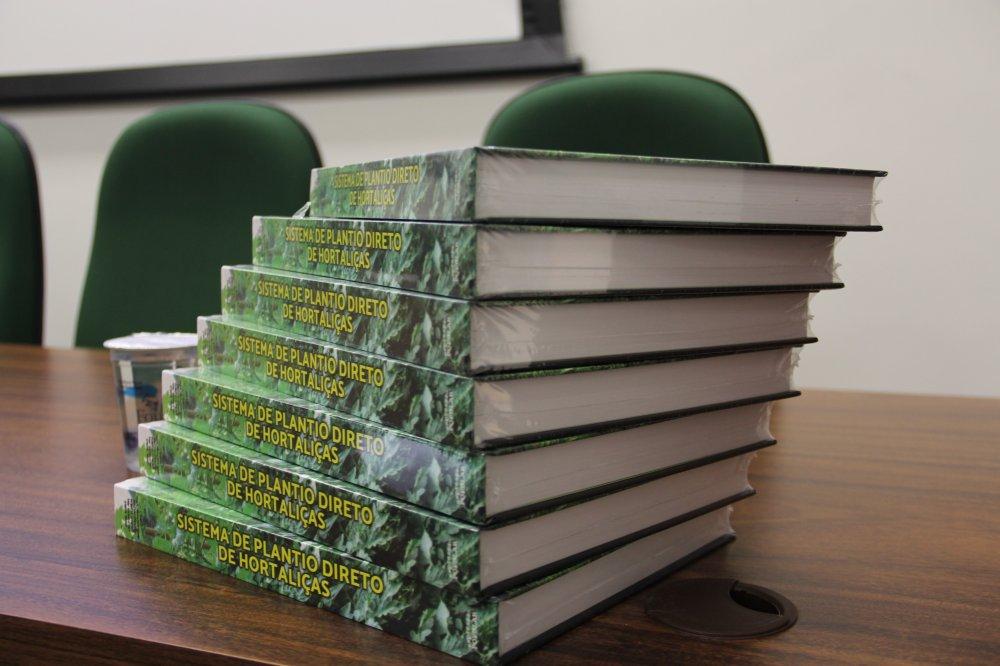 Capa foto Livro sobre SPDH é lançado na FETAEP